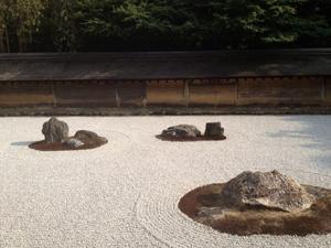 龍安寺の美しい石庭